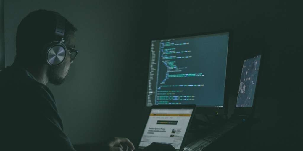a web developer that may know about isomorphic Javascript